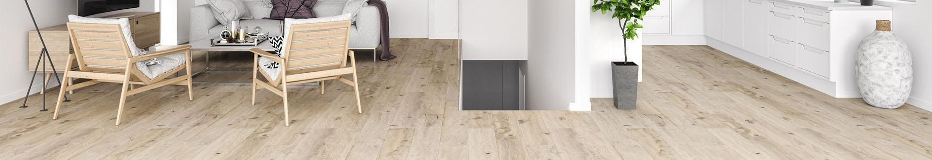 Drewniana podłoga na której stoją meble